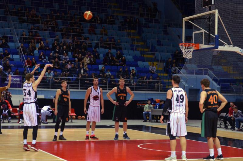 Баскетбольный клуб «Чебоксарские ястребы» вновь обыграл екатеринбургский «Уралмаш» надомашнем паркете
