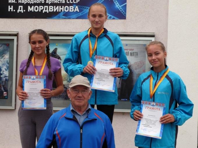 Валериан Владимиров со своими воспитанницами